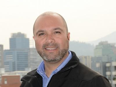 Electromovilidad en Chile…¿Cómo la estamos enfrentando desde lo académico? Axel Herrera Hormazabal. Subdirector de Área Mecánica Automotriz y Autotrónica de la escuela de Ingeniería de Duoc UC.
